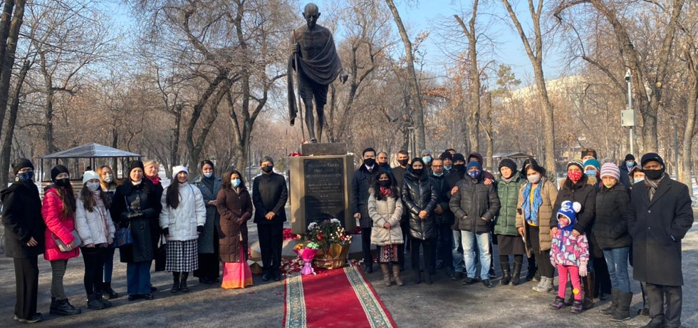 Ambassador paid floral tributes to  Mahatma Gandhi's statue in Gandhi Park (Zambul Park) in Almaty on 30.01.2021 to mark Martyrs' Day