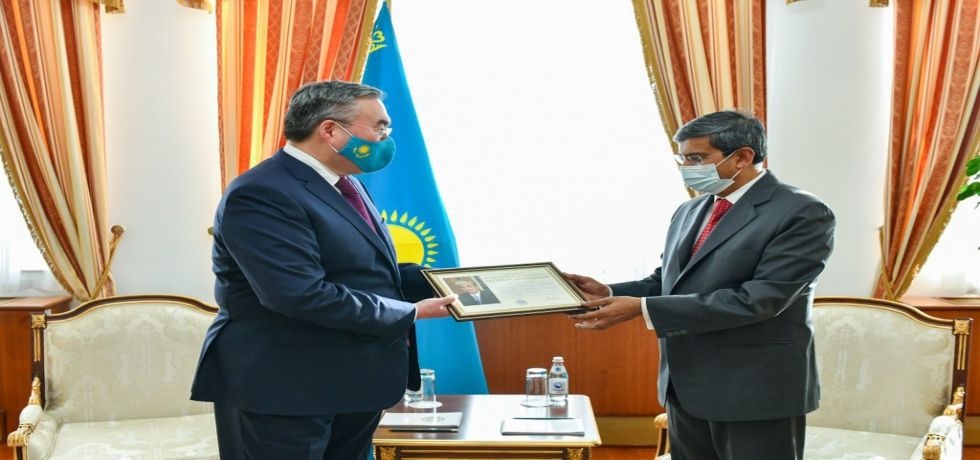 On completion of his mission in Kazakhstan, Ambassador Prabhat Kumar received a letter of gratitude from HE President Tokayev presented by Deputy Prime Minister & Minister of Foreign Affairs HE M. Tileuberdi