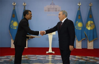 <div>Ambassador Shri Harsh K. Jain presents credentials to H.E. Mr. Nursultan Nazarbayev, President of the Republic of Kazakhstan</div>